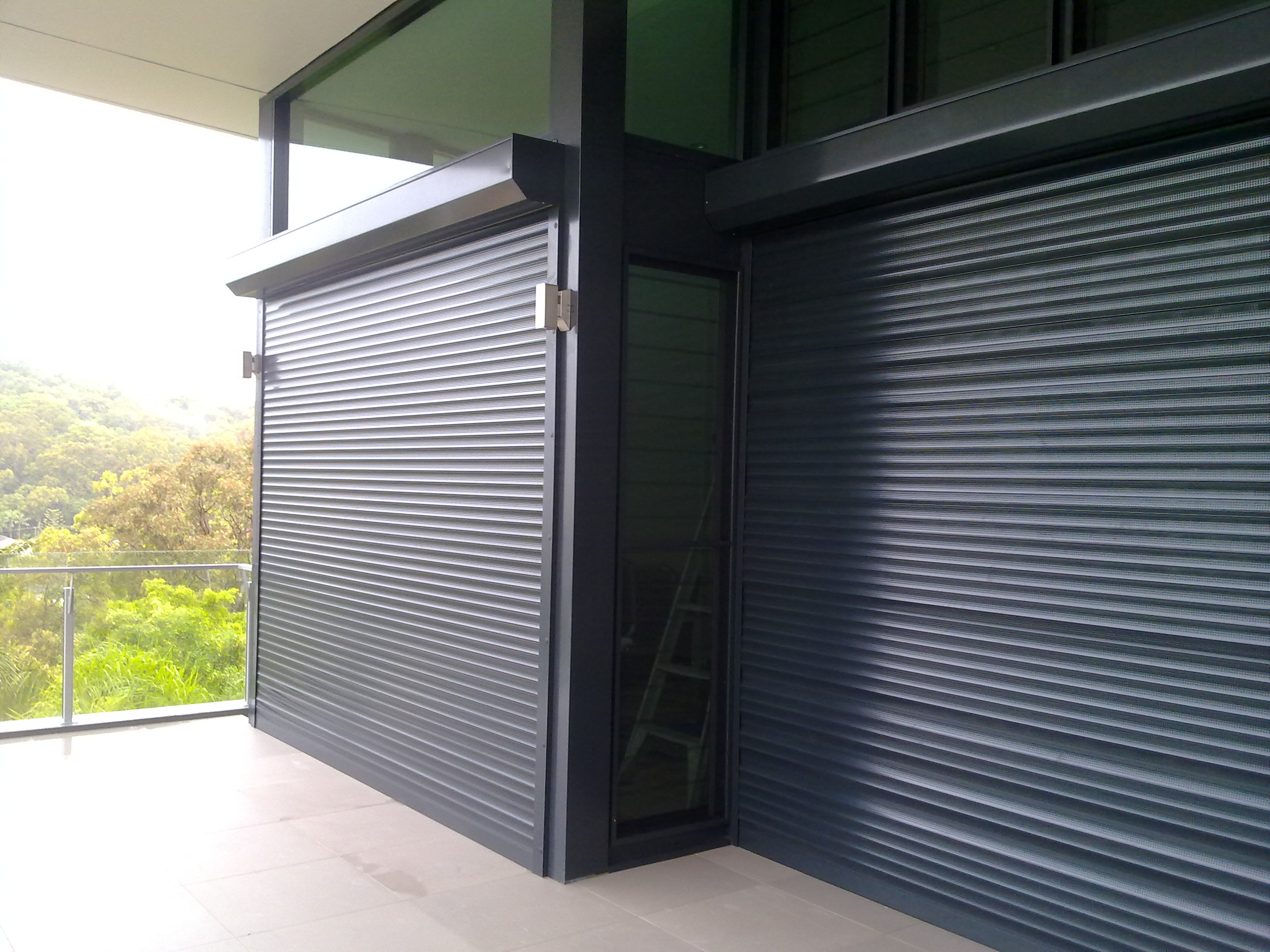 50mm Extruded Roller Shutter Commercial Shop Fronts